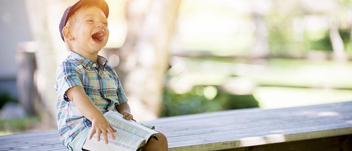 Länk till menygrupp Utbildning & barnomsorg, med bild på ett barn